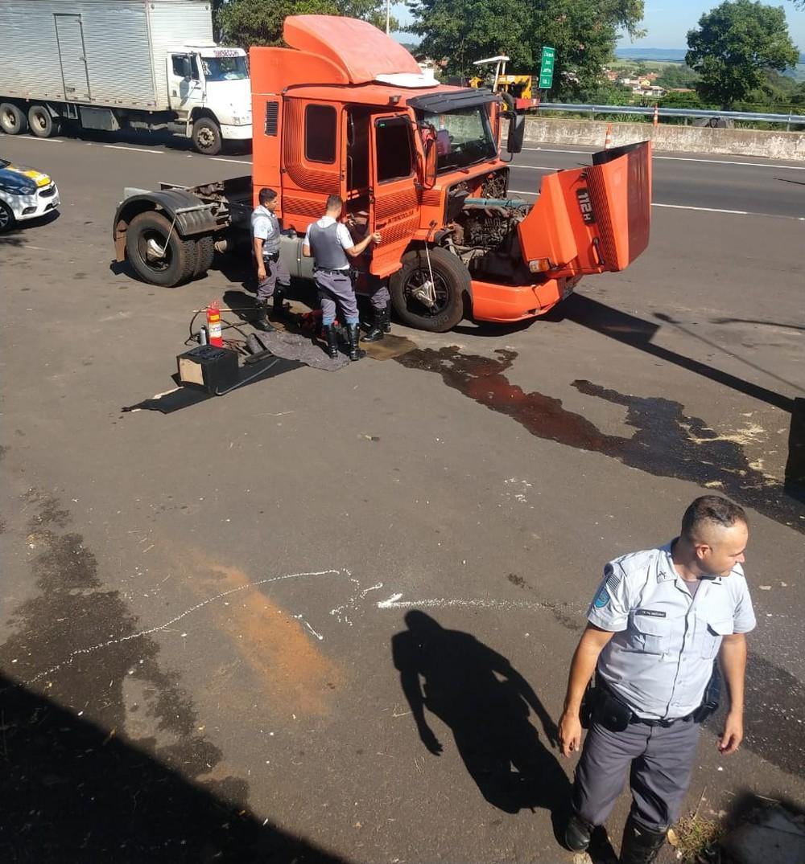 Motorista é preso com caminhão recheado de drogas em rodovia de Marília