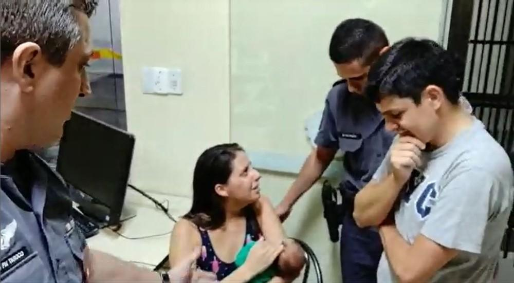 Policiais militares de Marília salvam bebê engasgado com leite