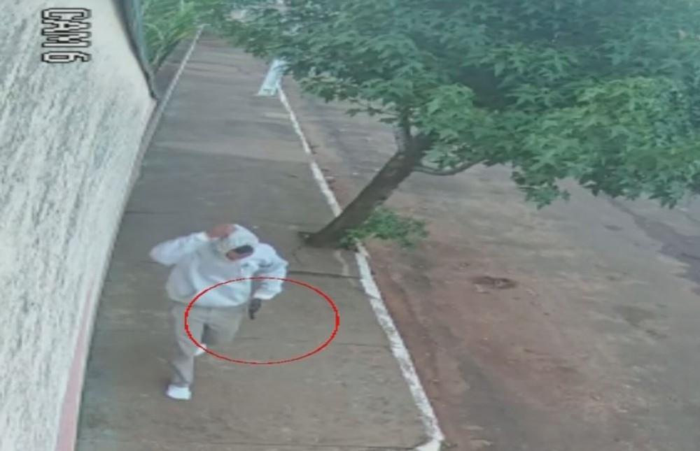 Câmeras de segurança registram suspeitos de assaltar e atirar em ex-vereador de Salto Grande