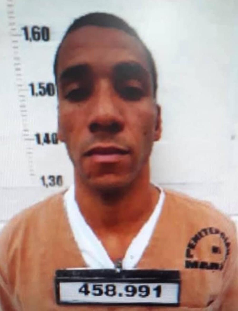 Preso rende agente penitenciário e foge de hospital pela porta da frente