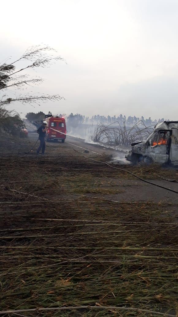 Incêndio em vegetação prejudica visibilidade, provoca acidente e mata seis pessoas em rodovia de Martinópolis