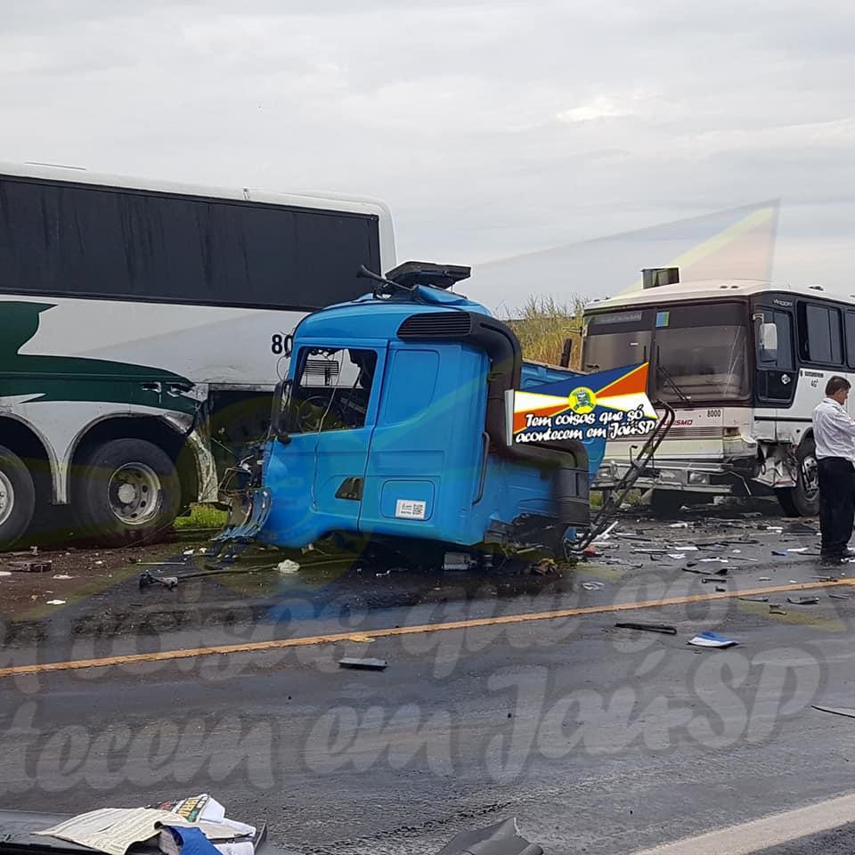 Acidente com duas mortes e mais de 40 feridos em acidente com ônibus em Jaú