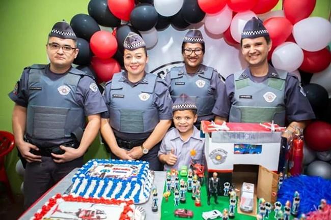 Menino de 7 anos convida PM para sua festa de aniversário: