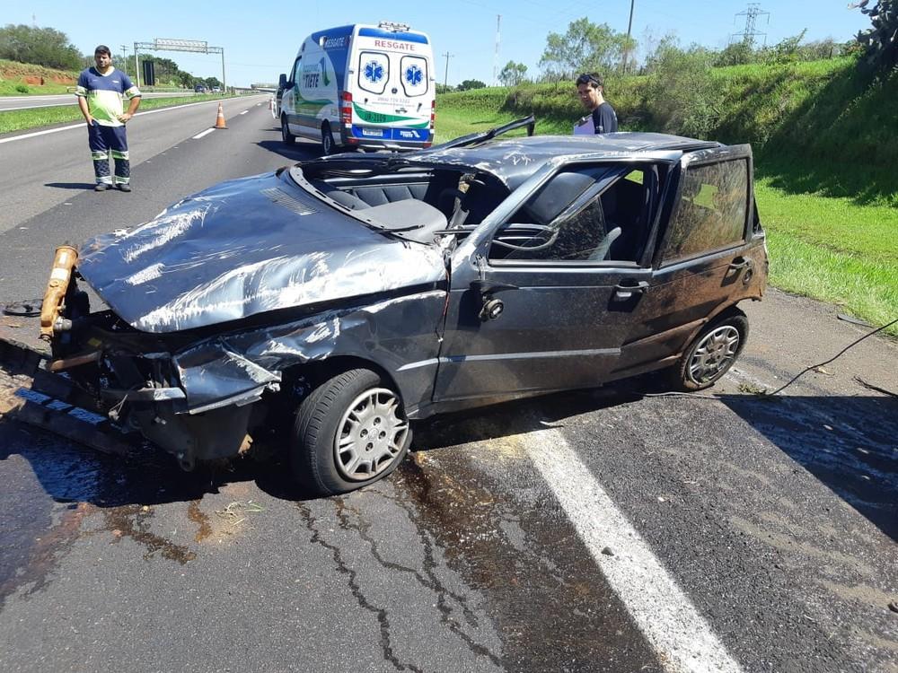 Mulher bate em estrutura de pedágio, foge e capota em seguida na rodovia Marechal Rondon