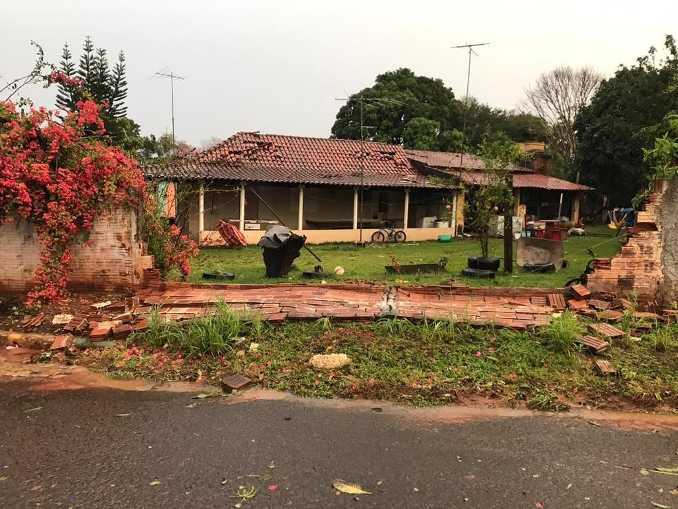 Temporal causa estragos em cidades em Varpa
