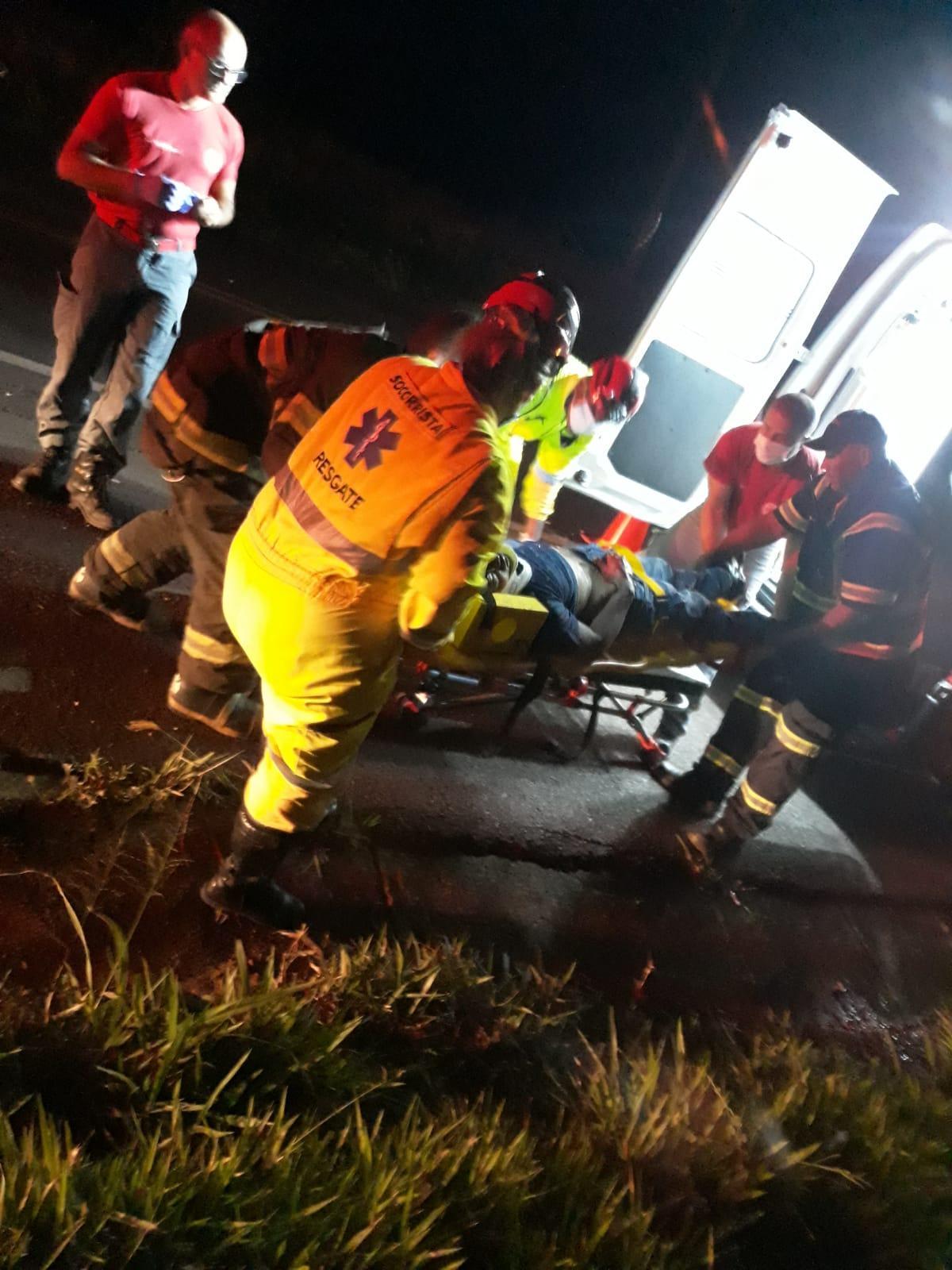Motociclista bate na traseira de caminhão e morre na Manilio Gobbi