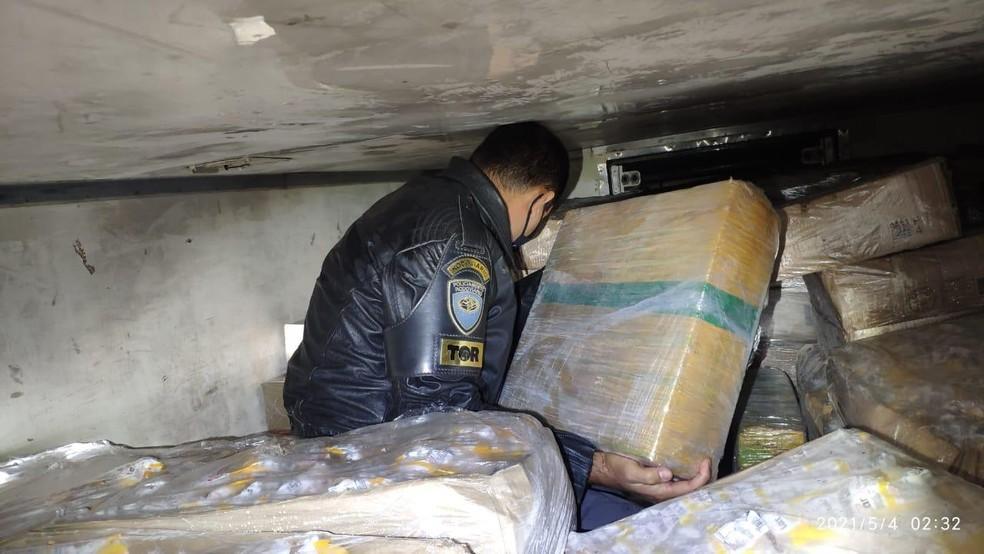 Polícia Rodoviária apreende maconha escondida na carga de frango congelado no interior de SP